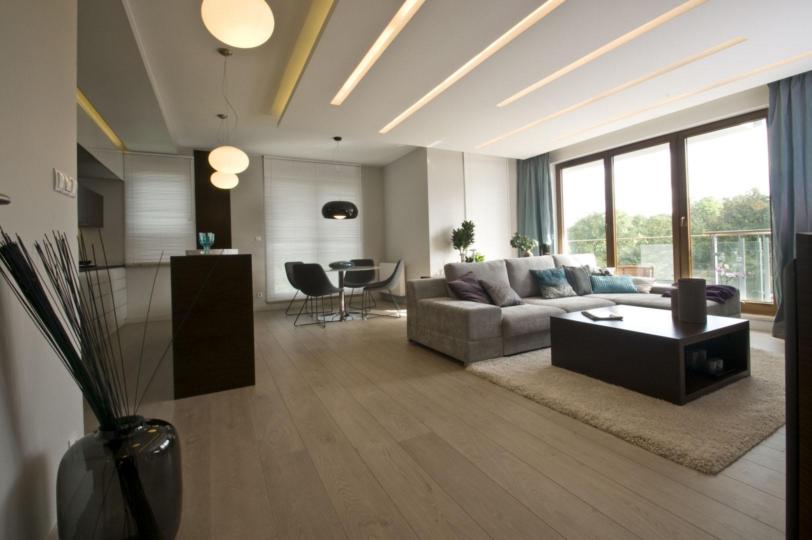 Apartament w Gdańsku 2010 - 02 wyspa kuchenna stół z krzesłami lampy sofa stolik