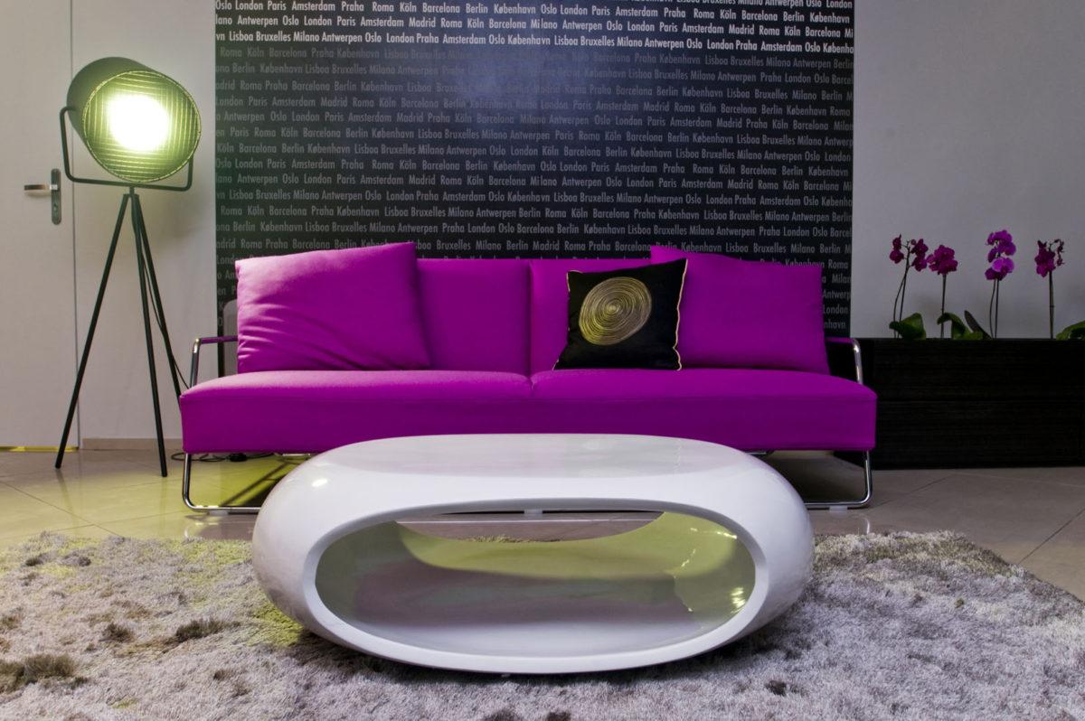 02 sofa stolik lampka dywan kwiatki