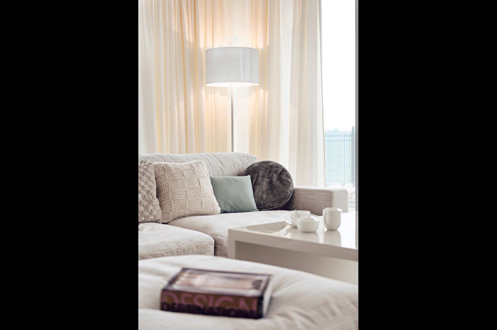 Dom prywatny 2012 - 02  sofa lampa poduszki