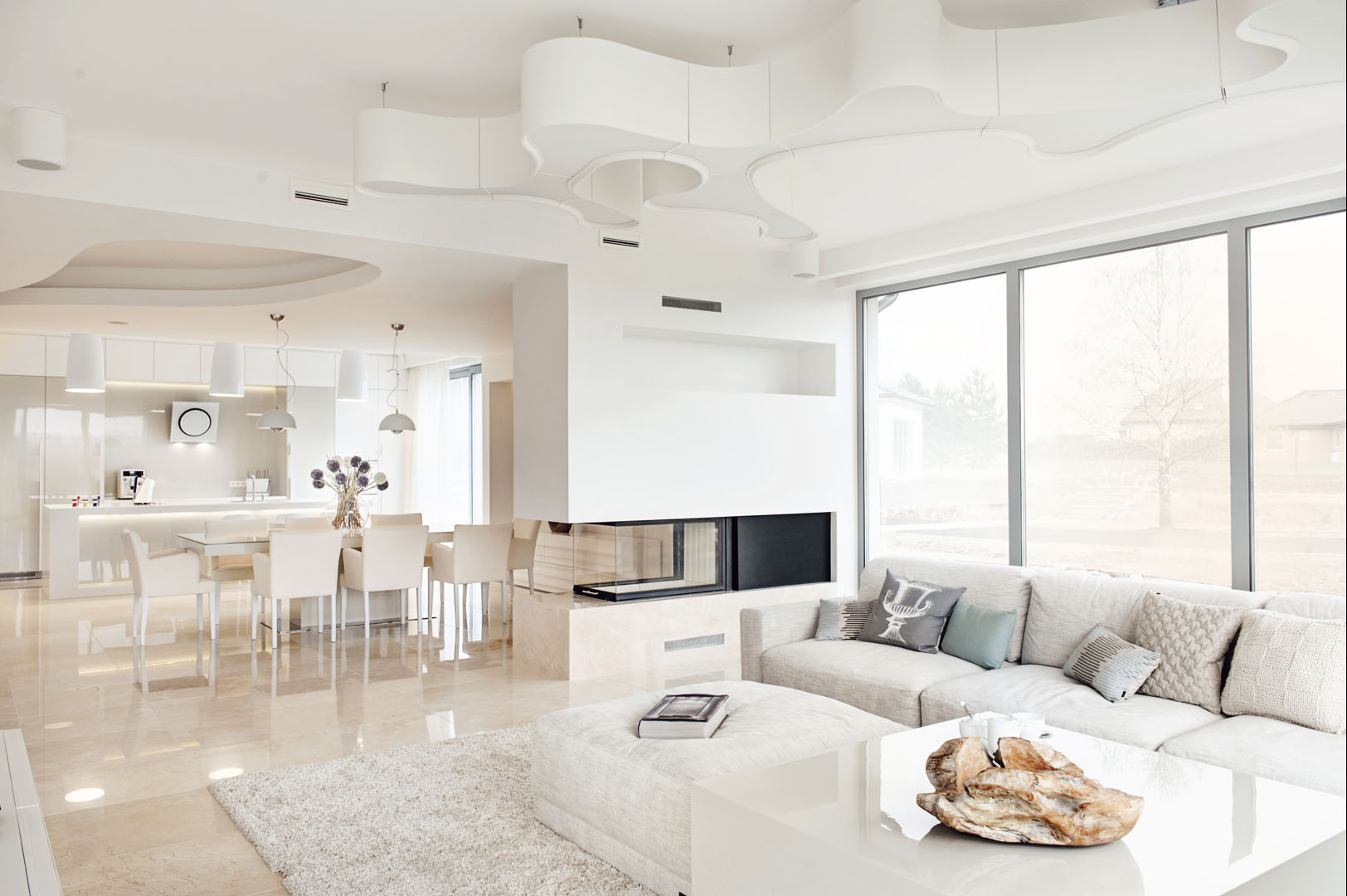 Dom prywatny 2012 - 03 sofa lampa kominek jadalnia kuchnia marmur